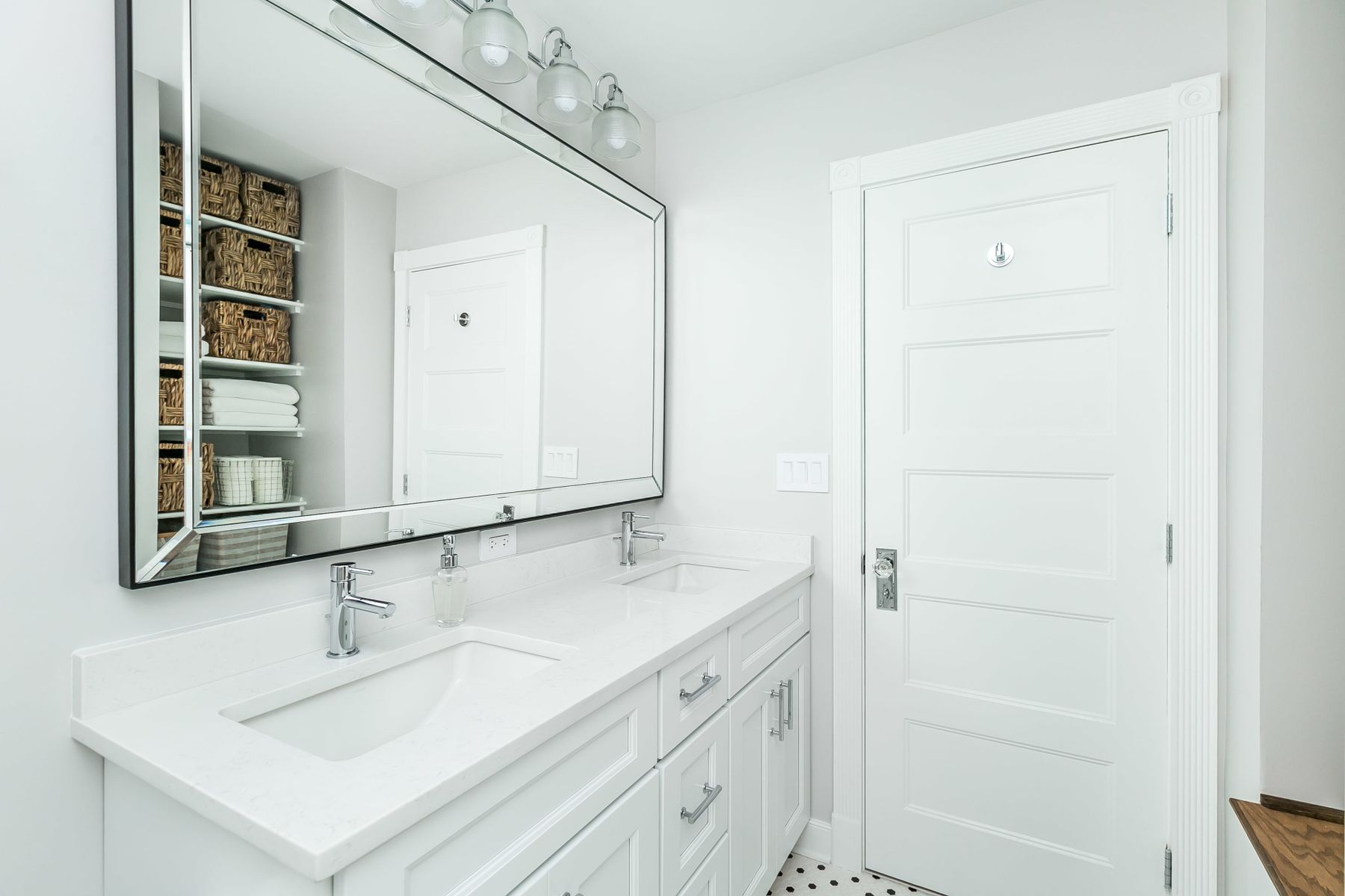Shared bathroom in Rodgers Forge renovation
